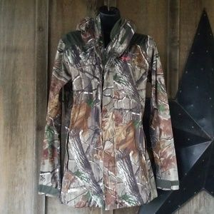 Under armour  real tree stealth jacket size medium